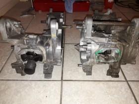 Links der TSDI Motor aus einem Schlacht Fahrzeug, Rechts der C-Tech Motor aus der R-Cup, die jeweiligen Hälften welche für den Neu Aufbau genutzt werden, bereits grob gereinigt